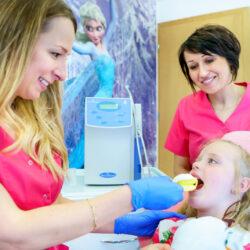 fluorowanie zębów dziecku